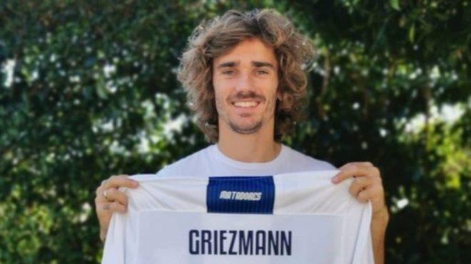 Antoine Griezmann se pone la camiseta de Talleres
