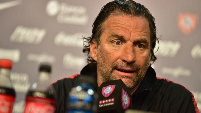 Juan Antonio Pizzi, al borde de la cornisa