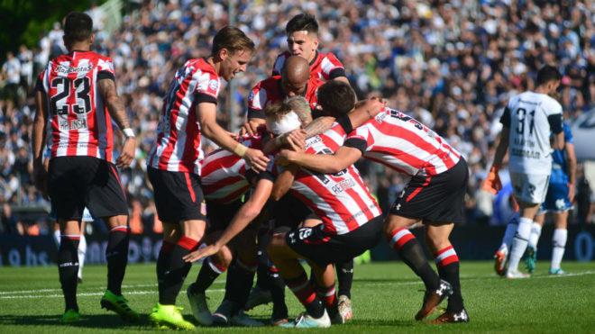 Estudiantes celebra el gol de Mateo Retegui