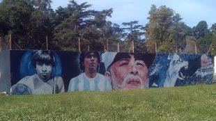 El mural de Maradona en Estancia Chica.