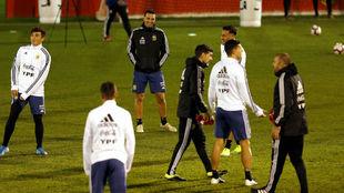 Locura por la primera práctica de la Selección Argentina