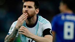 Messi festeja su gol ante Paraguay en la Copa América