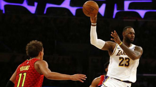 LeBron James se exhibe y los Lakers ya tienen la mejor marca