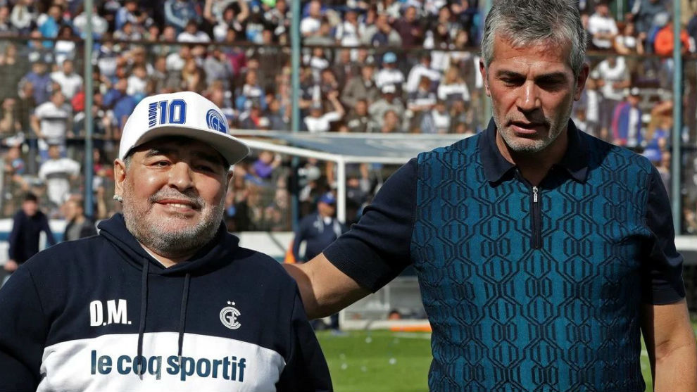 El 10 solo seguiría si Pellegrino se queda en el club.