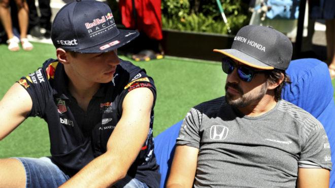 """Verstappen: """"Si Alonso volviera a la F1, estaría entre los tres..."""