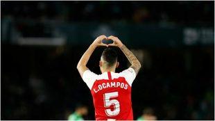 Lucas Ocampos festeja un gol con el Sevilla.