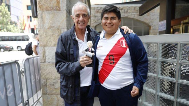 El hincha peruano con Rodolfo D'Onofrio