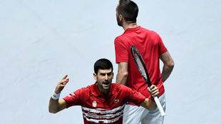 Djokovic celebra ante la grada