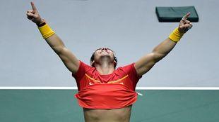 Nadal festeja un partido ganado en la Copa Davis.