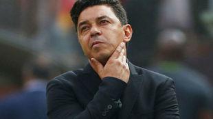 Marcelo Gallardo lamenta el segundo gol de Gabriel.