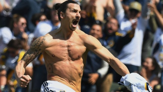 Ibrahimovic grita un gol con la camiseta de LA Galaxy.