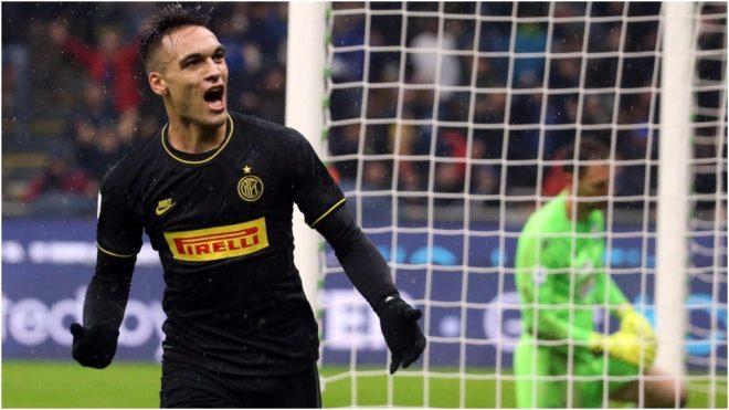 Lautaro festeja su segundo gol al Spal.