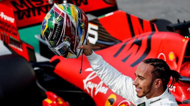 Hamilton se reúne con Ferrari