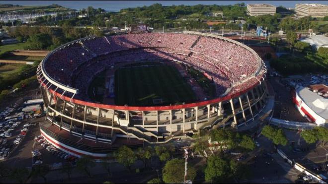 Foto aérea del Monumental un día de partido.