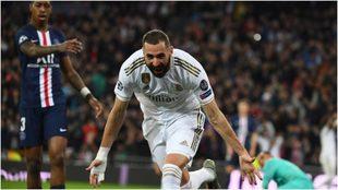 Benzema festeja su gol ante el PAG en la Champions.