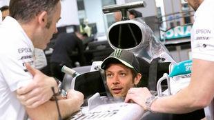 Rossi ya tiene su asiento de Mercedes para enfrentarse a Hamilton