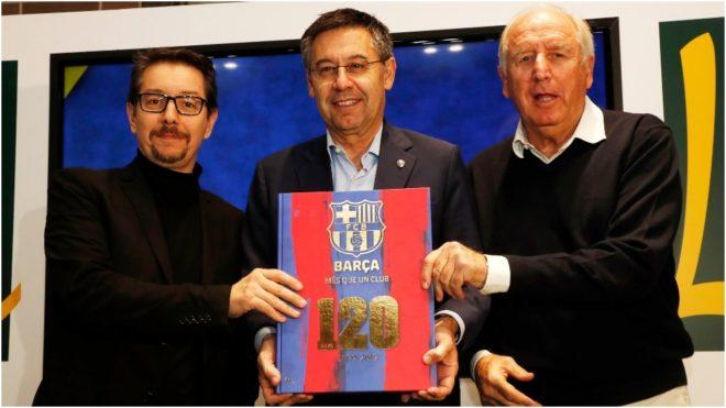 Bartomeu y Rexach, el que firmño el primer 'contrato' de Messi.