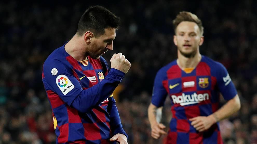 Leo Messi, con Rakitic, celebra uno de los goles del Barcelona al...