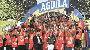 Los jugadores del América festejan el título logrado ante Junior.