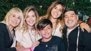 Diego Maradona y Claudia Villafañe se reencuentran luego de años de...