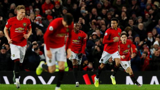 Los jugadores del Manchester United festejan el gol del empate ante el...
