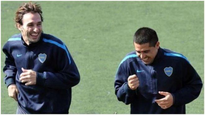 Otras épocas, cuando Riquelme y Schiavi sonreían juntos.