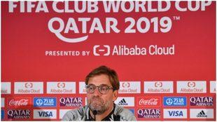 Klopp atiende en la conferencia de prensa previa al partido ante el...