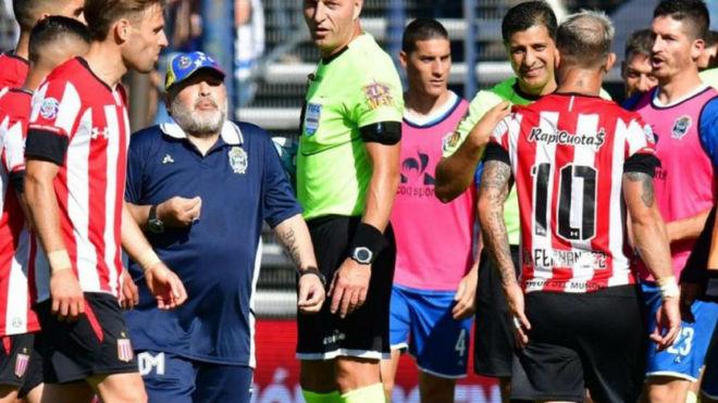 Maradona quedó caliente con La Gata.