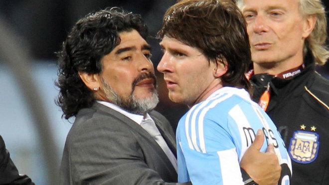 Diego Maradona y Leo Messi en Sudáfrica 2010.