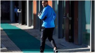 Wanchope Ábila, vestido con la ropa oficial de Boca Juniors.