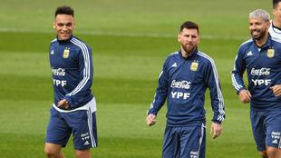 Lautaro, junto a Messi y a Agüero, el tridente del seleccionado de...