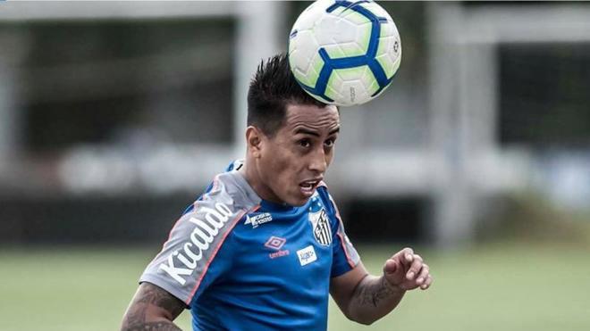 Cueva, en un entrenamiento con el Santos.