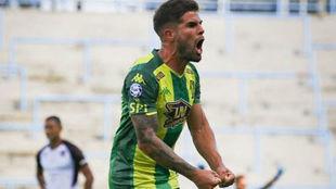 Federico Gino grita el primer gol de Aldosivi.