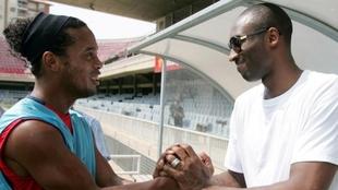 Kobe Bryant y el día que Ronaldinho le presentó a Leo Messi:...