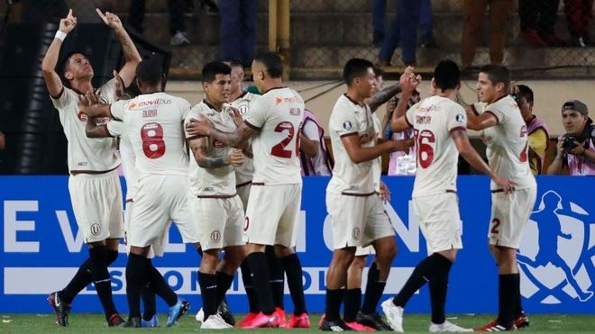 Universitario supera a Carabobo sin sufrir y avanza en la Copa...