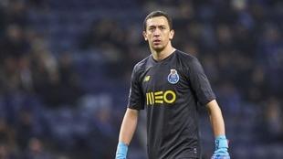 Lanús lleva al Porto a la FIFA por Agustín Marchesín