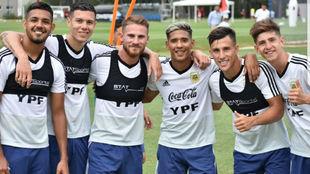 Medina, Nehuén, Mac Allister, Zaracho, Capaldo y Belmonte.