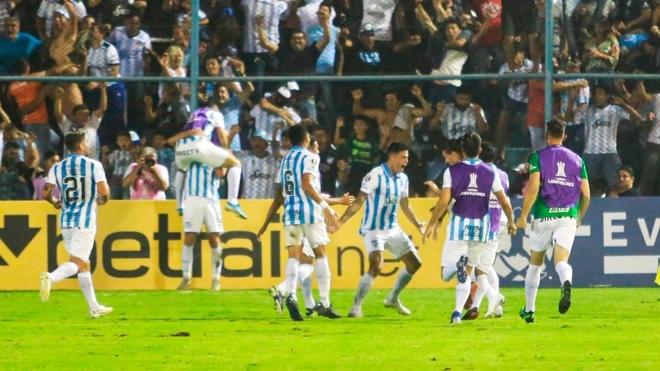 Los penales y Lucchetti llevan a Atlético Tucumán a la Fase 3 de la...