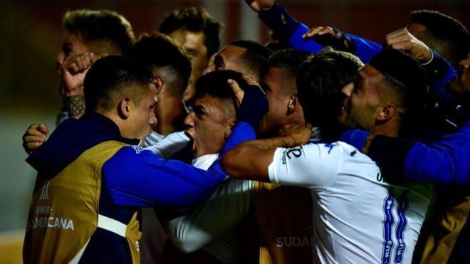Thiago Almada se viste de héroe y Vélez logra una agónica...