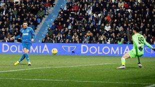 La Juventus se impone a la SPAL en un partido histórico para...
