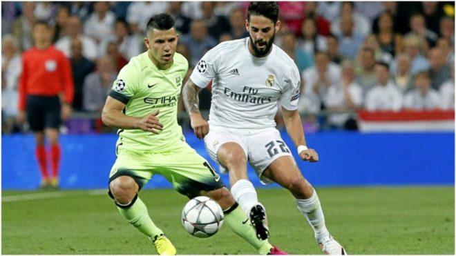 Agüero marca a Isco durante un Real Madrid-Manchester City en la...
