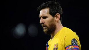 Messi pasa desapercibido en el templo de Maradona