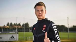 Enzo Barrenechea, con la equipación de la Juventus.
