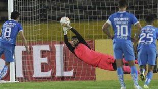 Lanús sufre pero sobrevive a la altura y avanza en la Sudamericana