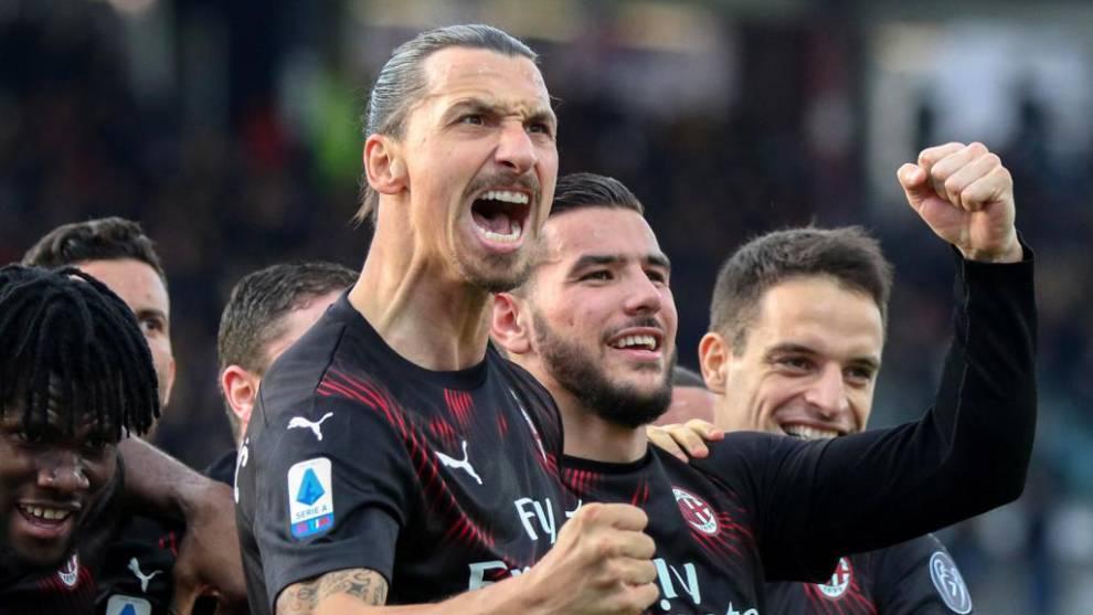 Zlatan Ibrahimovic celebra un gol con el Milan.