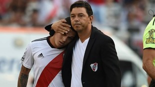 Gallardo abraza a Quintero.
