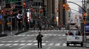 Una calle de New York sin tráfico por el coronavirus.