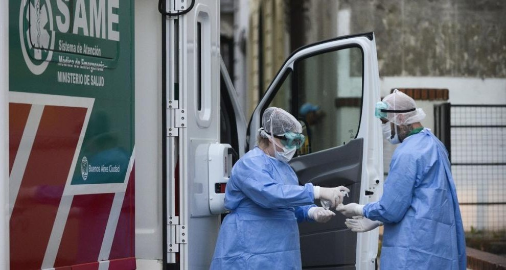Enfermeros del SAME en plena acción.