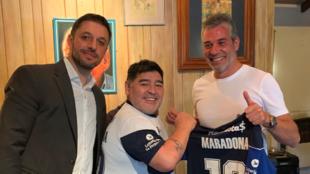 Diego, junto a Matías Morla, su abogado y el ex presidente...