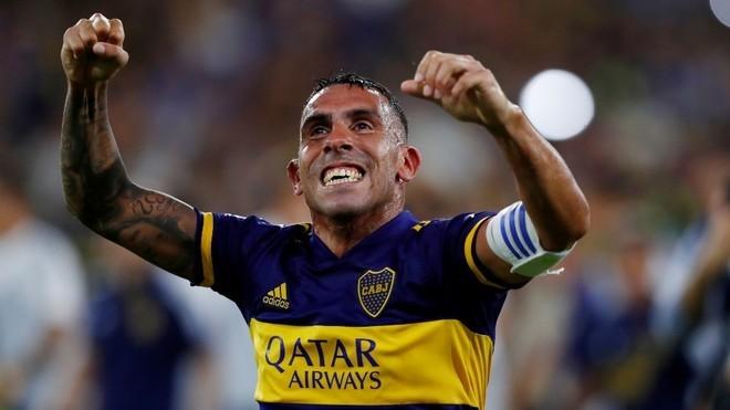 Carlos Tevez celebra un gol durante la última Superliga.